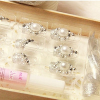 24 Pcs Pearl Artistic Fake Nails