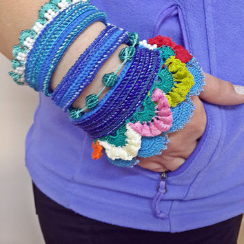Beaded Crochet Bracelet ,Turquoise Blue and Emerald Green Beaded Flowers and, Flowers crocheted lace,crochet blue wristband,women