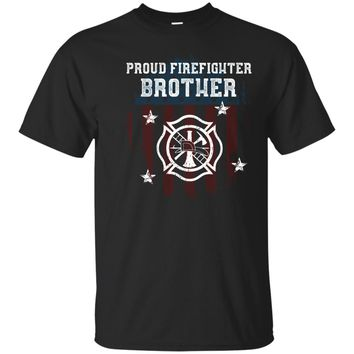 Mens Proud Firefighter Brother Distressed Flag Badge USA T-shirt_Black