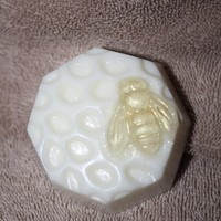Bee And Honeycomb Soap on Luulla