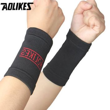Wrist Support Protect 1 Pair Wristband Unisex Bracers Basketball Football Tennis Badminton Sports Protection Wrist Men and Women