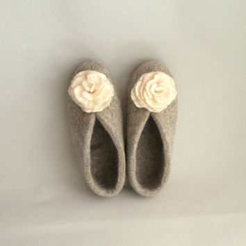 Sale Felted womens grey slippers with white flowers. Organic wool house shoes. Size 7