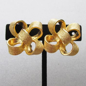 Signed KJL Kenneth Jay Lane 3-D Ribbon BOW Vintage Clip Gold Tone Earrings