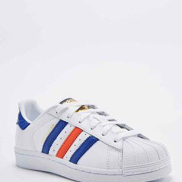 Adidas Superstar East River Rivalry Trainers in White, Navy and Red - Urban Outfitters