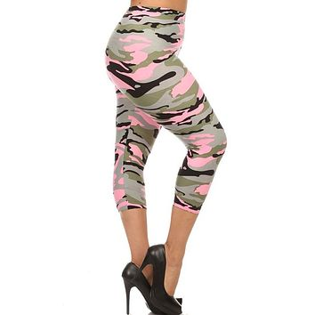 Light Pink Camo Design Plus Size Capri Leggings