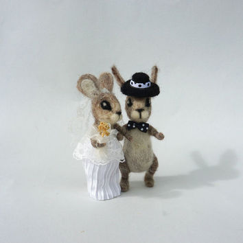 Wedding  animal cake topper Felt wedding cake topper Mr & Mrs bunny Rabbit couple in love Woolen wedding Bride and Groom Rustic wedding