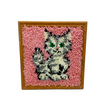 Vintage Cat Latch Hook Framed Wall Hanging Pink Kitsch Kitten Yarn Art Picture Retro Handmade Rug Canvas Wall Decor Completed Finished