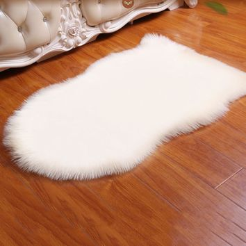 Super Soft Silk Artificial Wool Rug Indoor Modern Shag Area Rug Silky Rugs Bedroom Floor Mat Baby Nursery Carpet Animal Shape