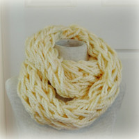 Knitted infinity scarf, Cream Ivory chunky knitted scarf, hand knitted scarf, loop scarf, knitted scarves, thick winter scarf