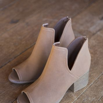 Core Side Cutout Boot, Cognac