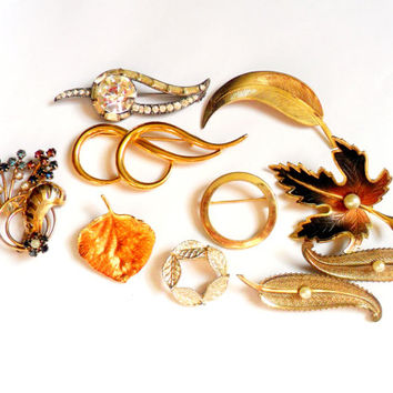 Leaf Themed Brooch Lot Vintage Rhinestone Faux Pearl Gold Tone Silver Gold Filled Circle Wreath  11 Pieces
