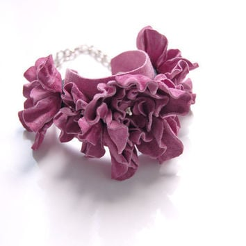 Pink leather flower bracelet