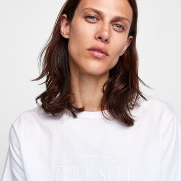 EMBROIDERED T-SHIRT DETAILS