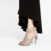 PEEP TOE BOOT-STYLE SANDALS DETAILS