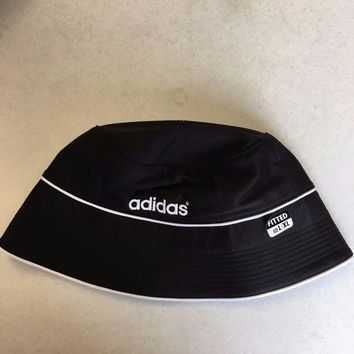 DCCKIHN BRAND NEW ADIDAS BLACK BUCKET HAT LARGE/XLARGE SHIPPING