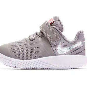 PEAPE Girls' Nike Star Runner - Crystallized Swarovski Swoosh - Infant/Toddler (2C-10C) - Grey/White/Pink