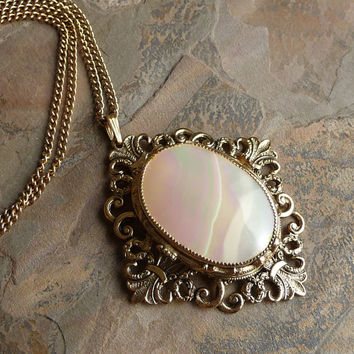 SALE - Vintage Whiting Davis Mother of Pearl Pendant Necklace, Goldtone Necklace, Whiting & Davis, Whiting and Davis, N051