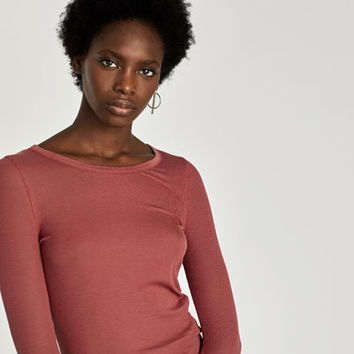 T-SHIRT WITH LONG SLEEVES AND EDGE DETAIL DETAILS
