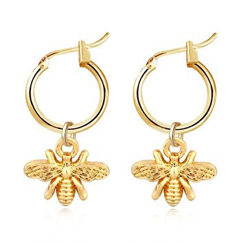 1pair Chic Gold Color Small Bee Pendant Hoop Earrings For Women Cute Stereoscopic Insect Earrings Fashion Jewelry Gift E542