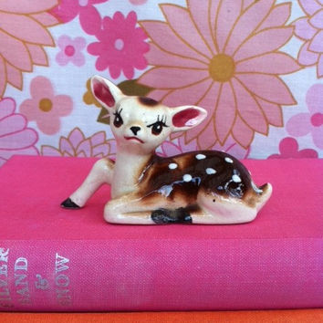 Vintage fawn figurine!! Sweet, kitsch, cute, china deer! ReTrO BaMbi!