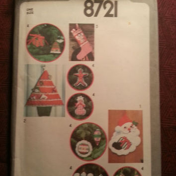 Uncut 1970's Simplicity Sewing Pattern, 8721! Holiday Decor/Home Decor/Stockings/Christmas Tree Ornaments/Card Holders/Wall Hangings/Crafts