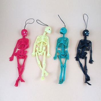 Funny Tricks Toy Replica Luminous Noctilucent Skull Skeleton Halloween model Game Keychain Decor Party Property Toys