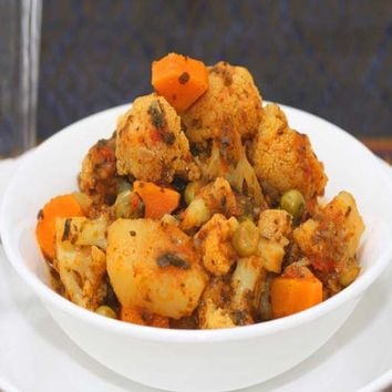 Recipes - Cauliflower, Carrot and Pea Curry