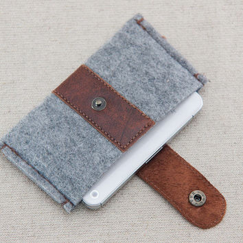 iPhone felt case. iPhone 4s case with metal button closure. Gray felt iPhone sleeve. Leather IPhone case.