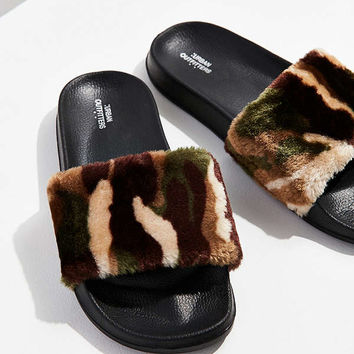 UO Furry Pool Slide | Urban Outfitters