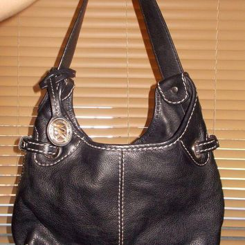 DCCKW7H MICHEAL KORS BLACK LEATHER SHOULDER BAG W/MK TAG PURSE CHARM