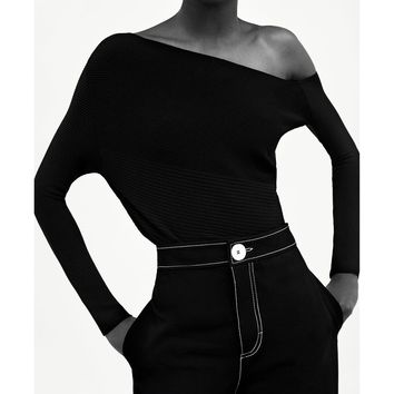 MINIMAL COLLECTION ASYMMETRIC TOP DETAILS