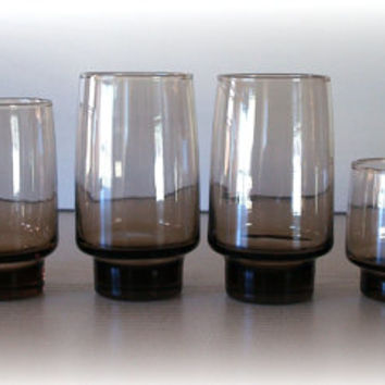 MODERN VINTAGE GLASSWARE / Set of 6 1960s Tawny Smoke Brown Drinking Glasses in Lovely Smokey Brown Glass / Mid Century Barware / Retro Mod