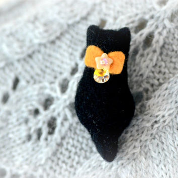 Halloween black cat, needle felted black cat brooch / pin, Halloween accessories / jewelry, animal brooch, cat accessories, gift under 15
