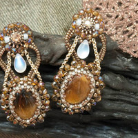 Earring tiger eye, golden and pearly case by Amélie Weigel