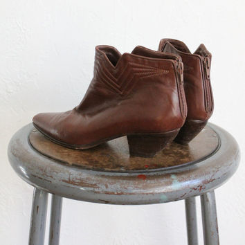 Vintage 80s Brown Pointed Triangular Ankle Boots // Women's Heeled Boots Sz 7