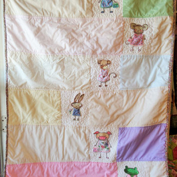 Baby quilt - Spring animal - Pastel - Rabbit - Pig - Frog - Embrodiery - Patchwork - New baby - Bedding - Gift