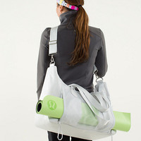 sand to savasana duffel | women's bags | lululemon athletica