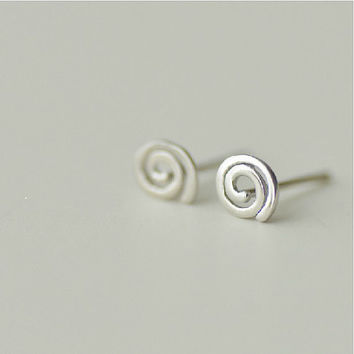 925 Sterling Silver Round Swirl Circle Silver Stud Earrings