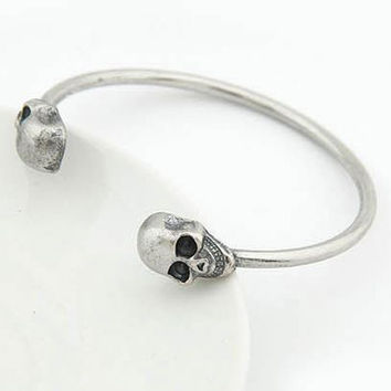 2pcs Silver Metal Alloy Skull Bangle Retro Cool Cuff Jewelry Bracelet Halloween