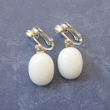 White Clip On Earrings, Dangle Clip On Earrings, White Ear Clips, Clip Earring Jewelry - Sidney - 134 -4