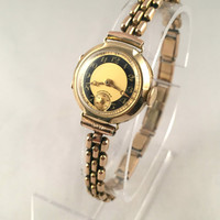 Vintage Solid Gold 14K Women's wristwatch, made before II world War...Swiss made