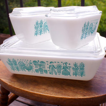 Set of Three Turquoise Butterprint Pyrex Baking Dishes, One Rectangular Pan and Two Small Round Dishes, Nice Condition, 1950s Vintage