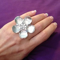 New Fashion Ring, Silver Flower with Crystals.