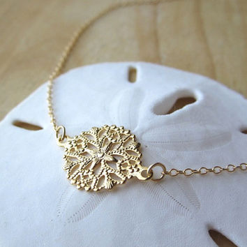 Filigree Gold Necklace Simple delicate everyday wear by Yameyu