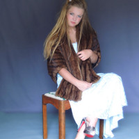 Huge vintage mink fur cape / mid brown body 1950s wrap with lovely pelts / Cornelius brand a+ quality