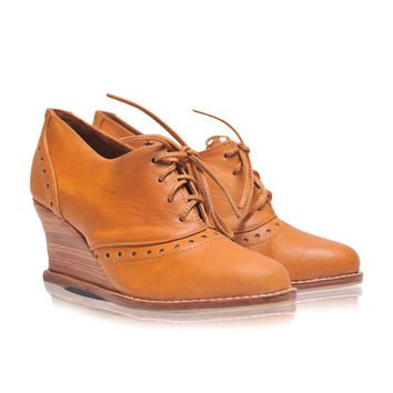 DAYDREAM. Women's oxfords / oxford booties / leather wedges / wedge booties / oxford shoes / heels. Available in different leather colors.