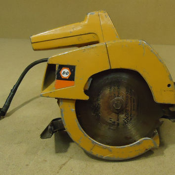 Black & Decker Vintage 7399 Circular Saw 7 1/4in Metal  -- Used