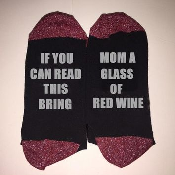 If You Can Read This Bring Mom A Glass Of Red Wine - Drinking Socks Funny Crazy Cool Novelty Cute Fun Funky Colorful