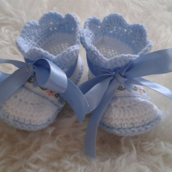 Beautiful Crochet newborn baby Booties, Baby Crochet Shoes, Baby Photo Prop, Baptism Baby Booties, Shower Gift, Newborn Crochet Booties