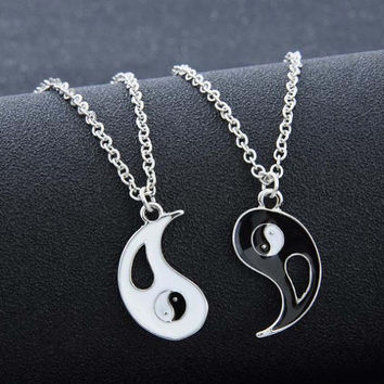 2pcs/lot 2017 new Charm Lovers Necklace Hot Yin Yang Pendant Necklace Black White Couple Sister Friend Friendship Jewelry Gift